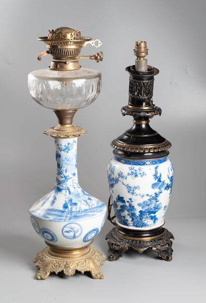 JAPON deux vases montés en lampe. Haut totale...
