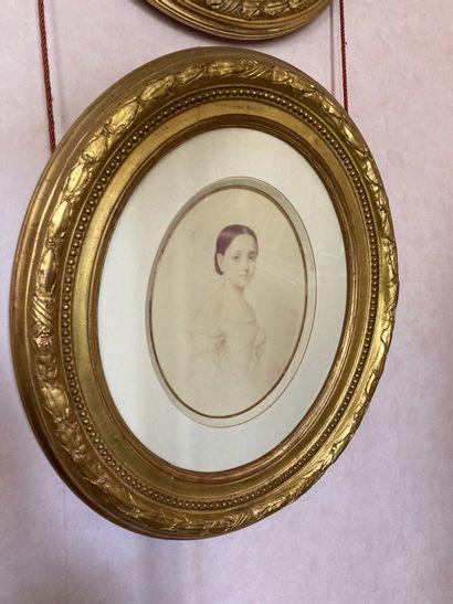 Ecole française du XIXe siècle  Quatre portraits  27 x 21 cm.