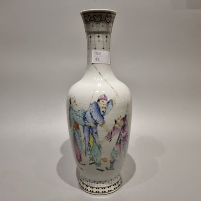 CHINE  Vase à long col, decor feminin  Xxeme...