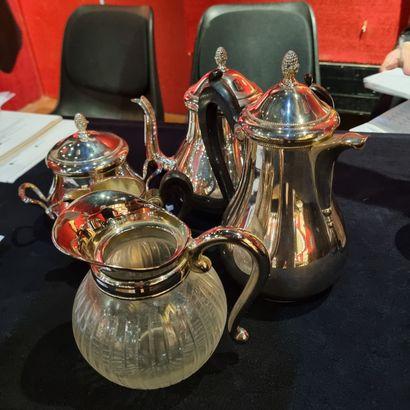 Lot de métal argenté dont service thé, café...