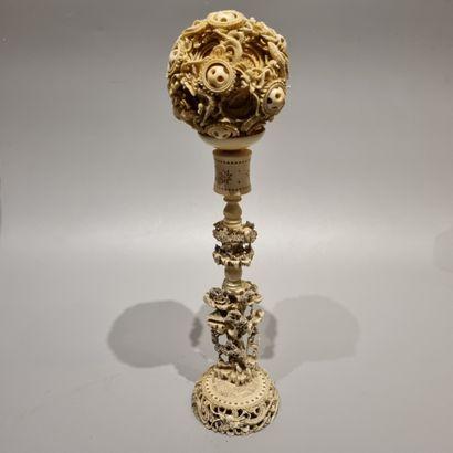 CHINE, XIXe siècle  Boule de Canton et son...