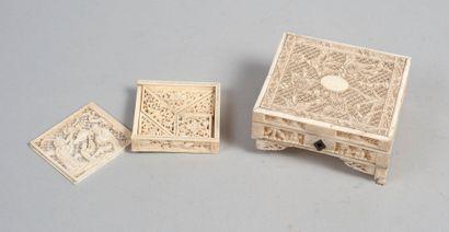 Ensemble d'une boite et tangram en ivoire...