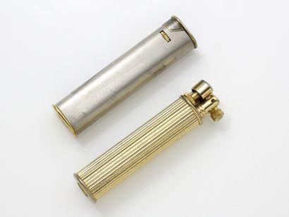 Lot en métal doré et argenté, composé de...