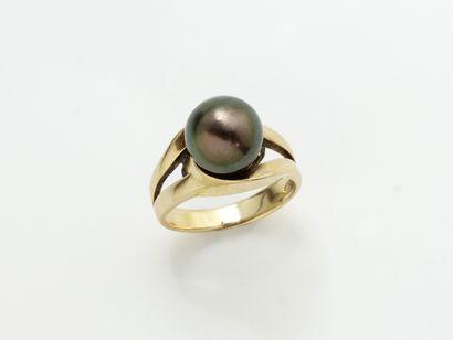 Bague or 750 millièmes, ornée d'une perle...