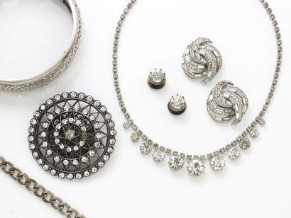 Lot de bijoux comprenant une paire de boutons...