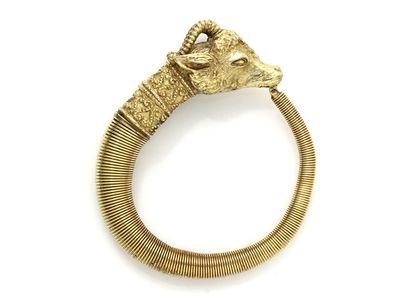 Bracelet en métal doré à décor protomé de...