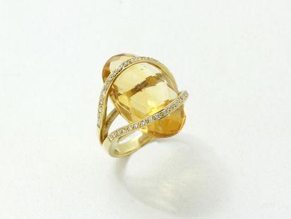 Bague en or 750 millièmes, ornée d'une citrine...