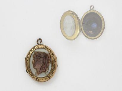 Pendentif porte-photo en métal doré décoré...