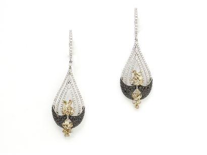 Paire de pendants d'oreilles 2 tons d'or...