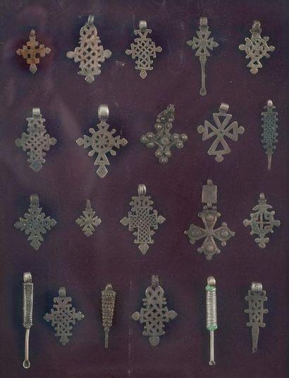 Pendentifs coptes dans un cadre