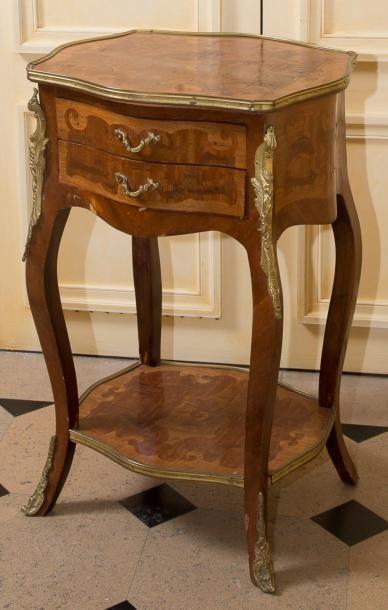 Petite table d?appoint en bois de placage...