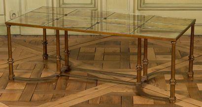 Table basse rectangulaire; le plateau composé...