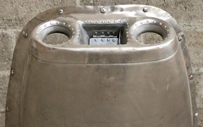 2 CAPOTS D'AVION (BIMOTEUR) montés en luminaires polis et électrifiés.