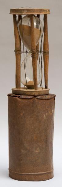 SABLIER à deux ampoulettes, étui métallique,...
