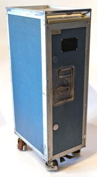 MINI-TROLLEY BLEU et sa série de 6 tiroirs en plastique. H : 97 cm, largeur 30 cm,...