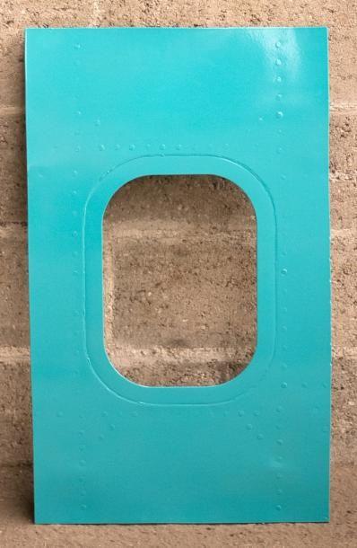 PANNEAU DE HUBLOT peint en turquoise.