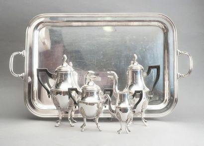 Service quatre pièces en métal argenté composé d'une cafetière, une théière, un...