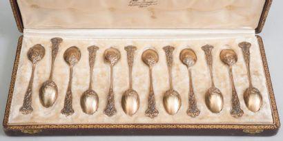 Série de douze cuillers à moka en vermeil...
