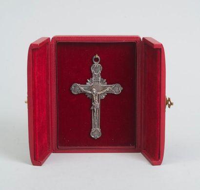 Crucifix en pendentif en argent, centré d'un...