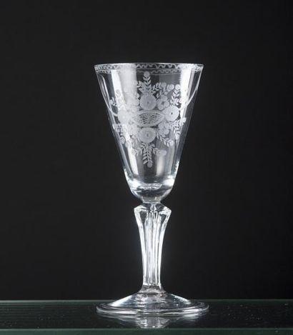 Grand verre conique en verre soufflé, la...