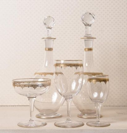 Service de verres en cristal à liseret or,...