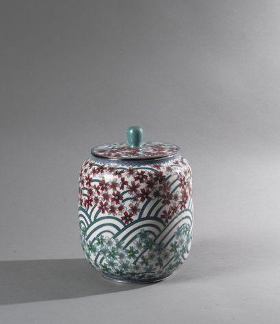 Pot couvert en bronze argenté à décor d'émaux...
