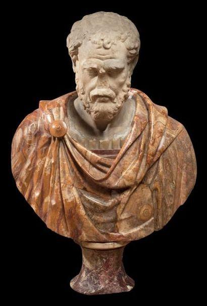 Buste figurant Hérode Atticus. Marbre polychrome...