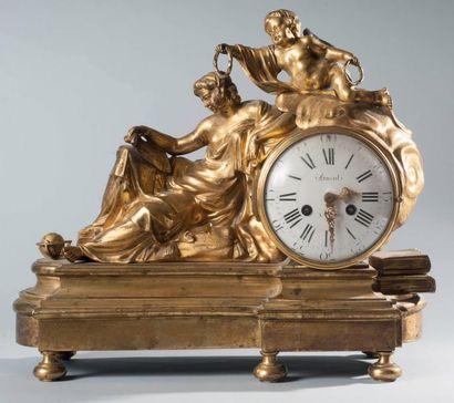 Pendule allégorique en bronze ciselé et doré....