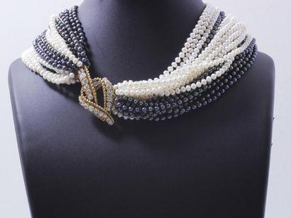 Collier composé de 22 rangs de perles de...