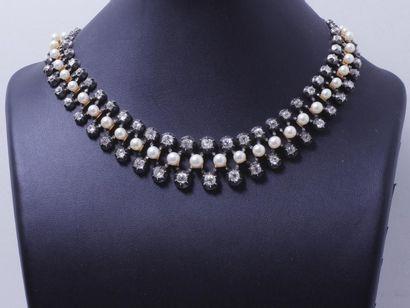 Beau et élégant collier souple en or 750...