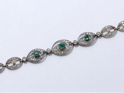 Beau bracelet articulé en or 750 et platine...