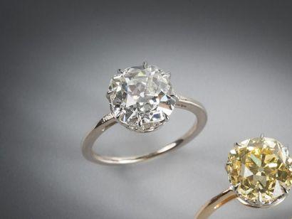 Bague en or gris 750 et platine 850 millièmes...