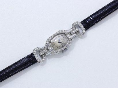 LONGINES Montre bracelet de dame en platine...