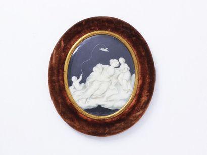Miniature ovale peinte sur ivoire représentant...