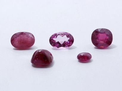 Lot de rubis traité et d'une pierre rose...