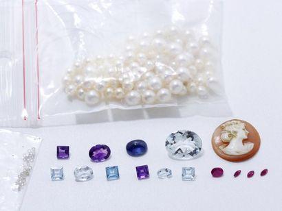 Lot de perles de culture, pierres précieuses,...