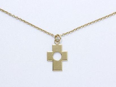 Pendentif croix en or 750 millièmes retenant...