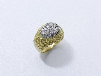 Bague jonc en or 750 millièmes guilloché,...