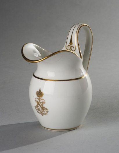 Sèvres, circa 1858  Un pot à lait du service de l'empereur Napoléon III  à fond...