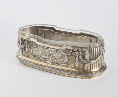 Jardinière ovale en métal argenté à décor...