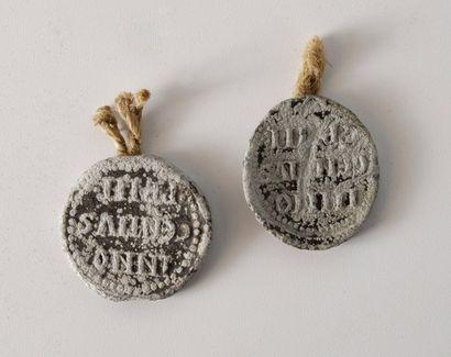 Deux plombs de bulle papale Innocent III...