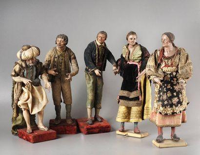 Statuette en bois sculpté figurant une femme,...