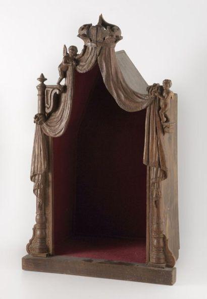 Petit tabernacle en chêne sculpté à décor...
