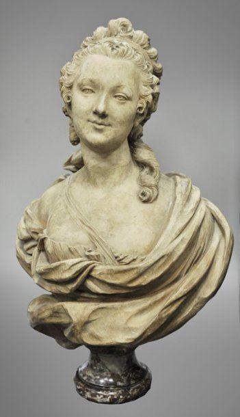 Portrait de jeune femme Buste en terre cuite....