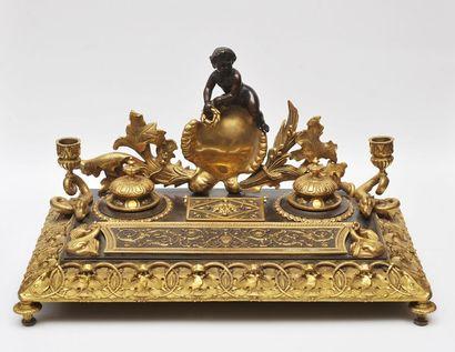 Encrier rectangulaire en bronze doré orné...
