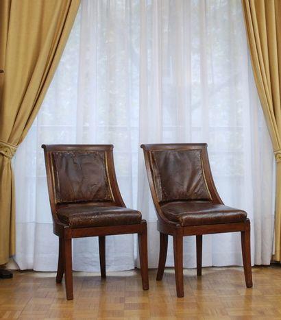 Suite de huit chaises en acajou à dossier...