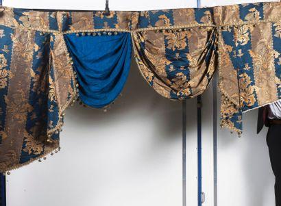 Paire de courtepointe bleu et or à motifs...