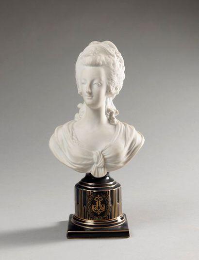 BUSTE EN BISCUIT représentant Marie-Antoinette...