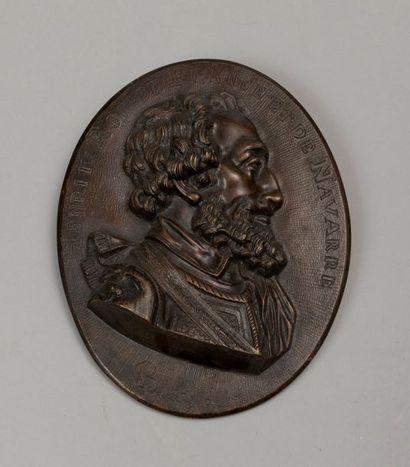 HENRI IV Médaillon ovale en bronze à patine...