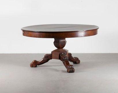 TABLE RONDE à bandeau en acajou et placage...
